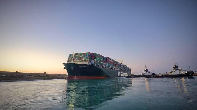 La tripulación del Ever Given sigue atrapada en el barco hasta nuevo aviso