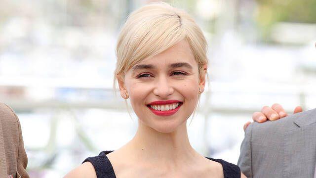 Emilia Clarke afirma que recibió un salario igualitario en Juego de Tronos