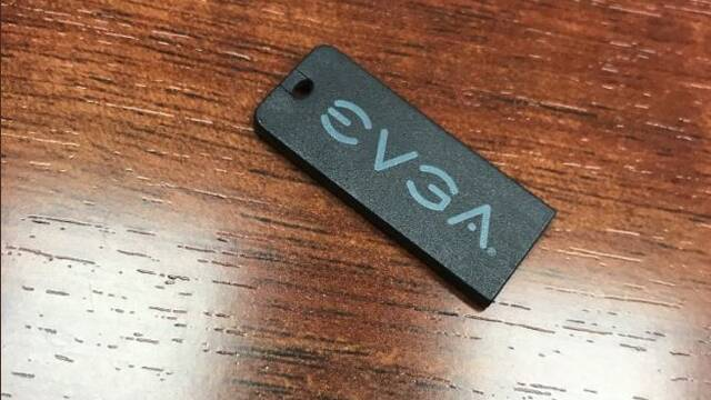 """Las placas base EVGA incluirán un """"pincho"""" USB con los drivers en lugar de un DVD"""