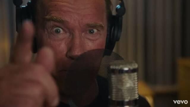 Schwarzenegger también sabe rapear y nos lo demuestra en este videoclip