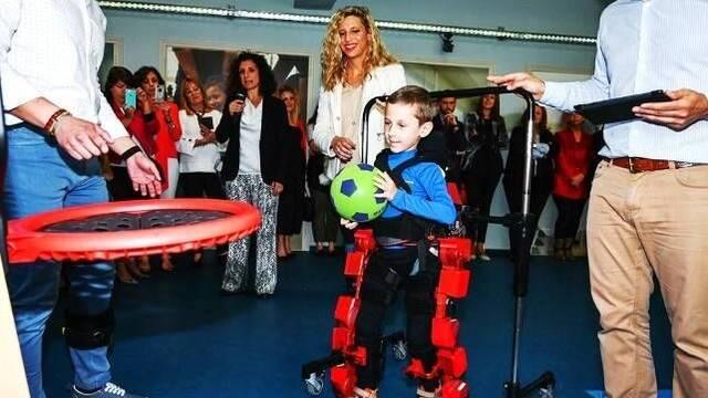 El CSIC crea un laboratorio para crear exoesqueletos estilo The Surge para niños con discapacidad