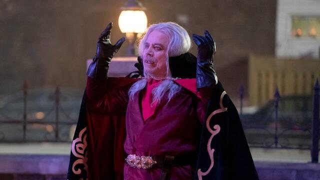 Mark Hamill se luce como vampiro en la serie de Lo que hacemos en las sombras