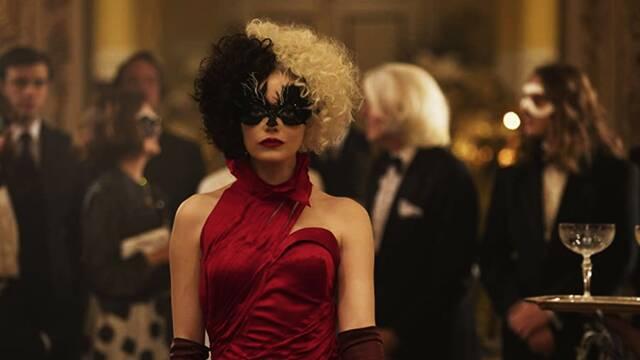 Cruella: Una lesión en el hombro de Emma Stone ayudó a la producción