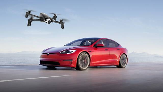 Piratean un coche Tesla de manera remota con un dron
