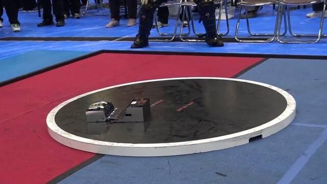 Lo último en Japón son las luchas de sumo con robots