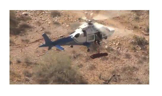 Este helicóptero se dispone a rescatar a una excursionista... y salió mal