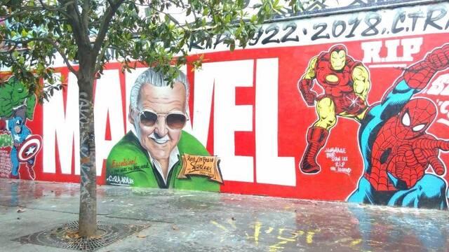Aparece en París un mural dedicado a Stan Lee