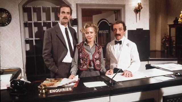 BBC elimina un episodio de Hotel Fawlty por racismo y John Cleese se queja