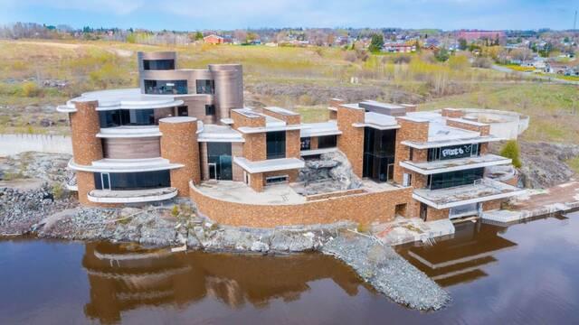 Así es la abandonada y enorme mansión Haleybury de Canadá