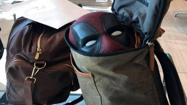 Ryan Reynolds se va de viaje con su disfraz de Deadpool y nacen todo tipo de teorías