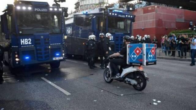 El pizzero alemán que atravesó una manifestación para entregar su pizza