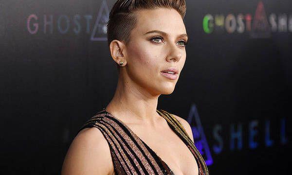 Scarlett Johansson es criticada por su nuevo personaje en Rub & Tug