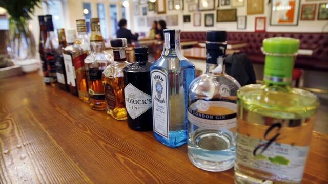 El garrafón tiene los días contados: España añadirá código QR a las botellas de alcohol