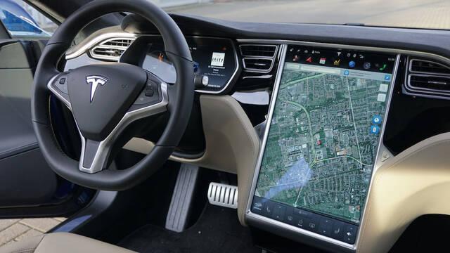 Los vehículos Tesla tendrán Netflix y YouTube, según Elon Musk