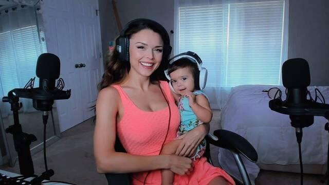 La comunidad de Twitch se debate si se debería permitir la lactancia materna en streaming