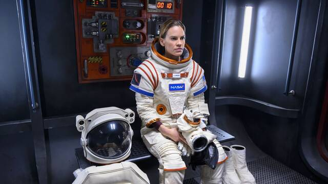 AWAY: Así es lo nuevo de Netflix protagonizado por Hilary Swank