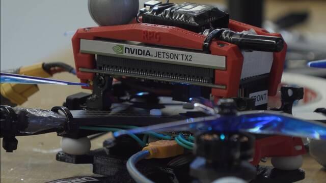 Un dron gana a dos pilotos profesionales en una carrera