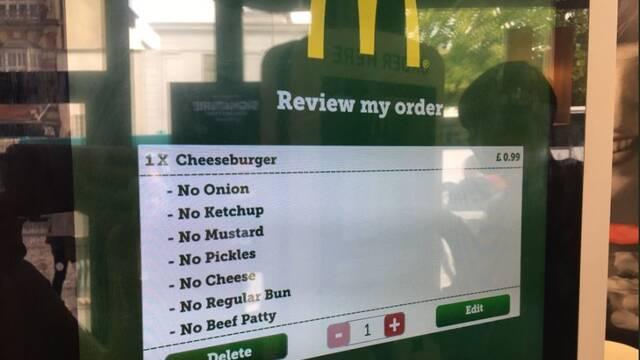 Héroes de Internet: Se gasta 1 euro en una hamburguesa 'sin nada' en McDonald's