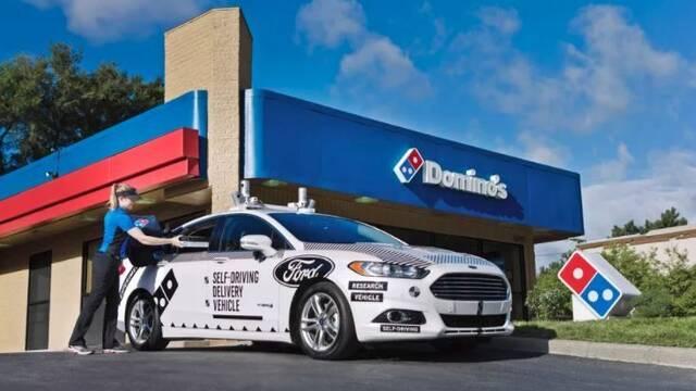 Domino's y Ford probarán un coche autónomo que repartirá pizzas