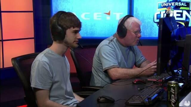 Un padre compite junto a su hijo en un torneo de Rocket League