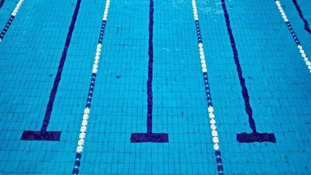 Defecar en piscinas: un peligroso reto viral que se extiende en España