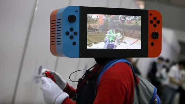 El cosplay del año: ¡Se instala una Nintendo Switch en la cabeza!