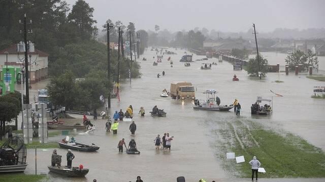 Siri salva a una niña enferma durante el huracán Harvey