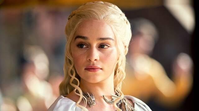 Emilia Clarke se tatúa los dragones de 'Juego de Tronos'