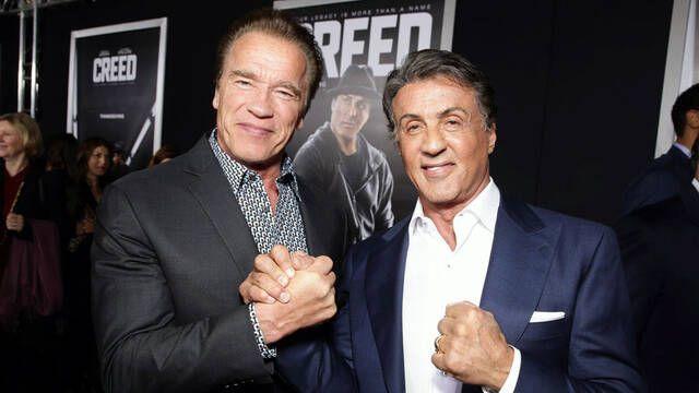 Schwarzenegger le deja un recado a Stallone: se burla del cuchillo de Rambo