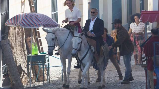 Brie Larson y George Clooney pasean en burro por Navalcarnero