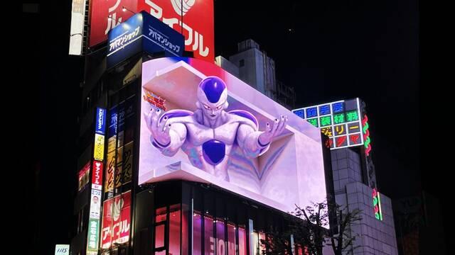 Aparece un Freezer gigante en una pantalla 3D de Japón